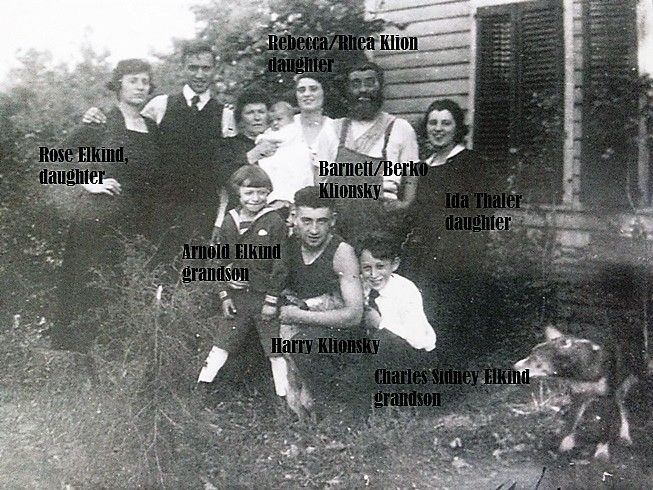 Barnett/Berko Klionsky with family members on his farm, 1917