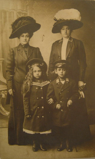 Pic 1: Siblings George Klionsky(1905?-1940?) & Rosa Kugelman(1904 - 1944) with their mother and aunt, 1913, Hungary(?)